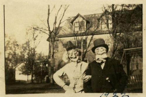 creepy-halloween-costumes-couple