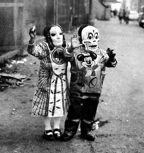 creepy-halloween-costumes-skeletons
